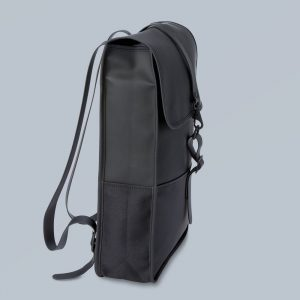 A subtly fashion-forward, modest backpack: ISM The Backpack2